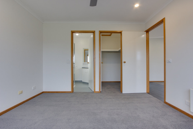 ad9f0094 eab0 4002 86f1 8651c11de42e - Property